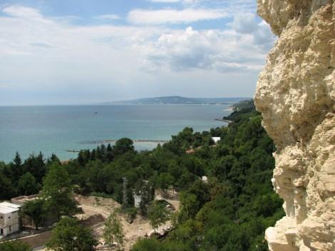 Pohled na pobřeží kolem města